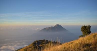 действующий вулкан Мерапи в Индонезии