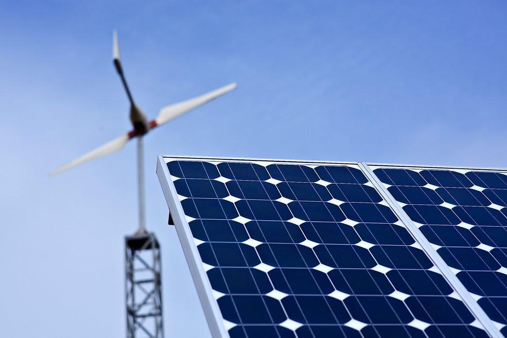Aneel propõe taxa para energia solar gerada em casa e frustra setor