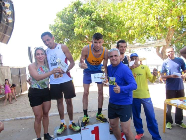 2 - Secretaria de Educação e Esporte, Núbia Maria, Prefeito Neto Lino com atletas - Foto Zacarias Martins