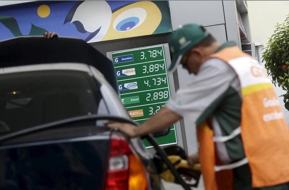 Petrobras reduz preço da gasolina pelo terceiro dia consecutivo
