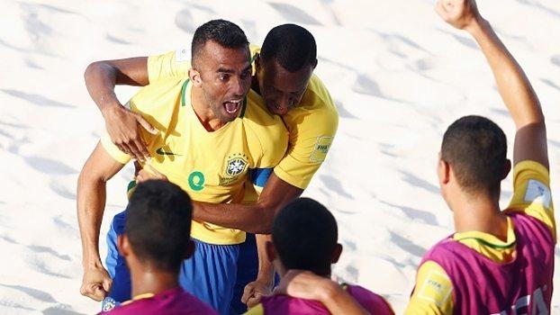 Brasil goleia Taiti na estreia da Copa do Mundo de Futebol de Areia