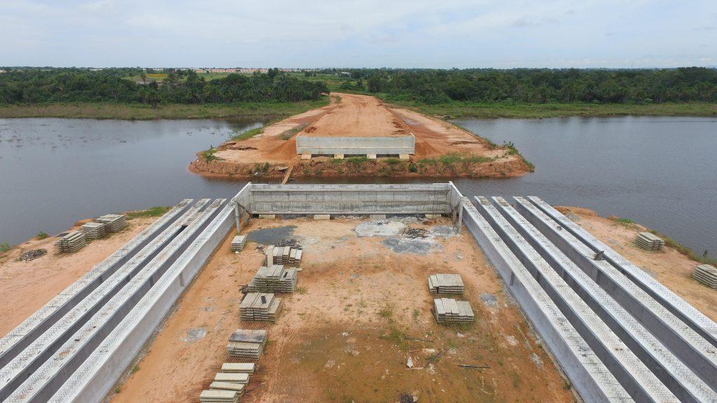 Ponte da Via Lago chega na fase final de construção