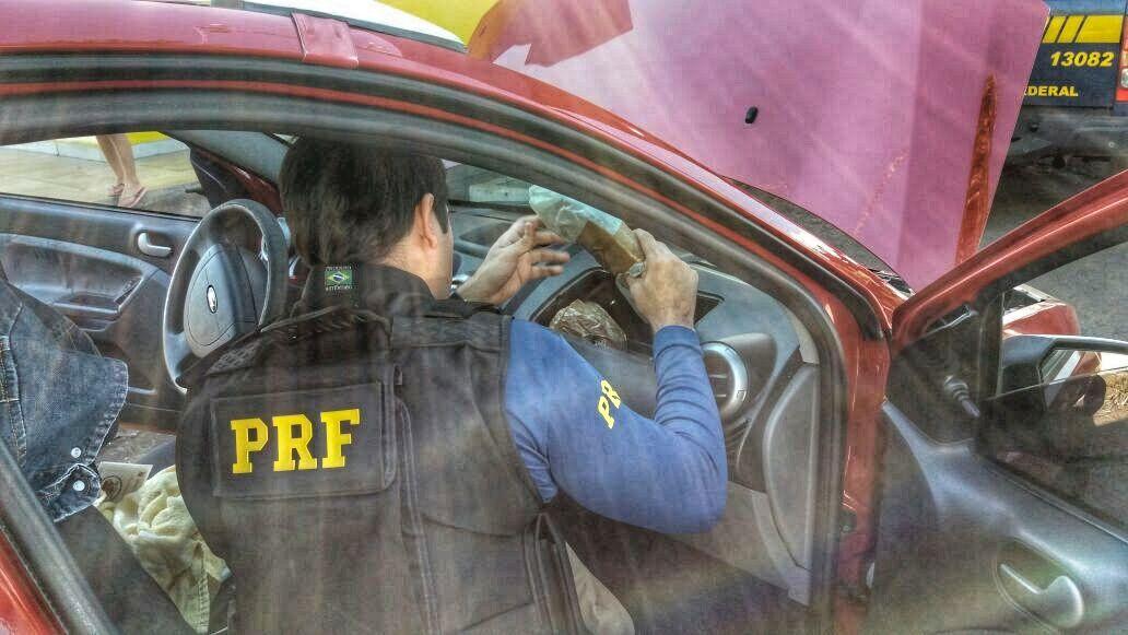 PRF prende mulher com 2,33 kg de pasta base de cocaína