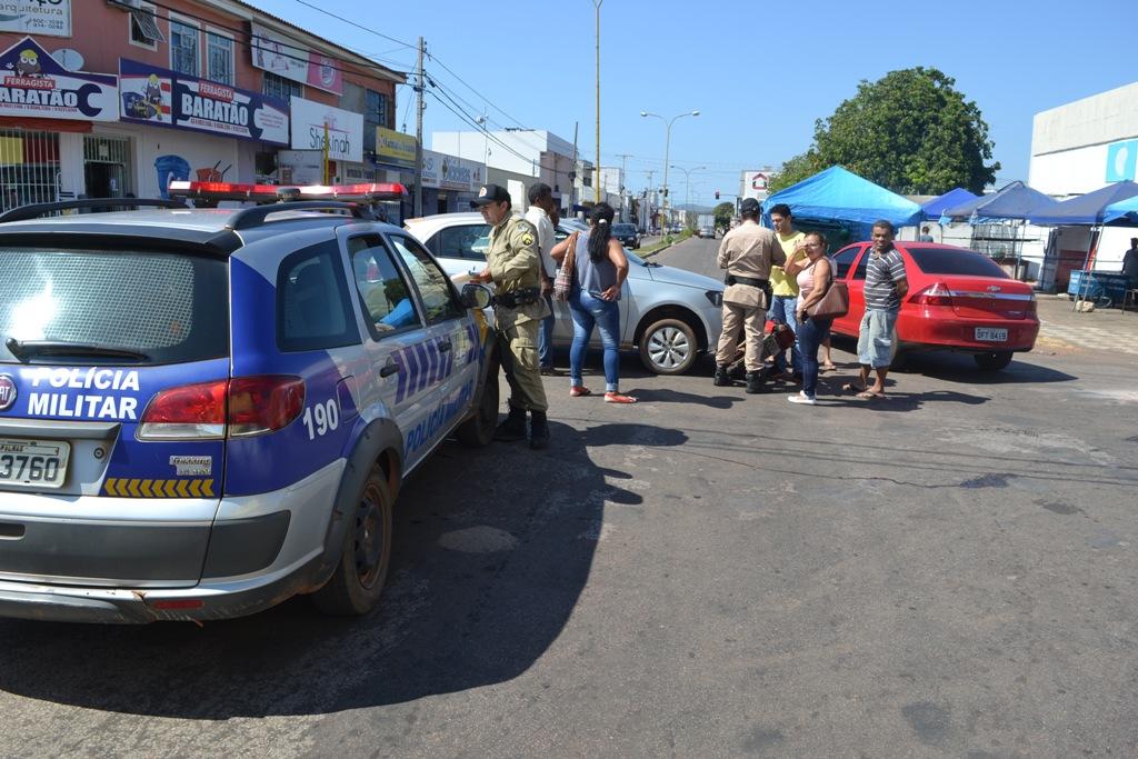 Acidente envolvendo carro e moto em cruzamento na região central de Paraíso TO