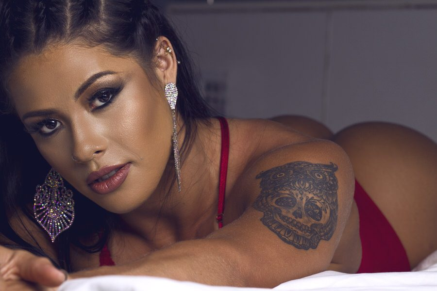 """Índia Fitness"" Yasmin Castrillon rebate o mito de que malhar tira o apetite sexual"