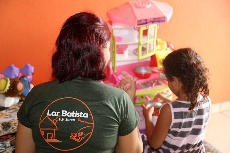 Defensoria leva orientações sobre adoção ao Lar Batista