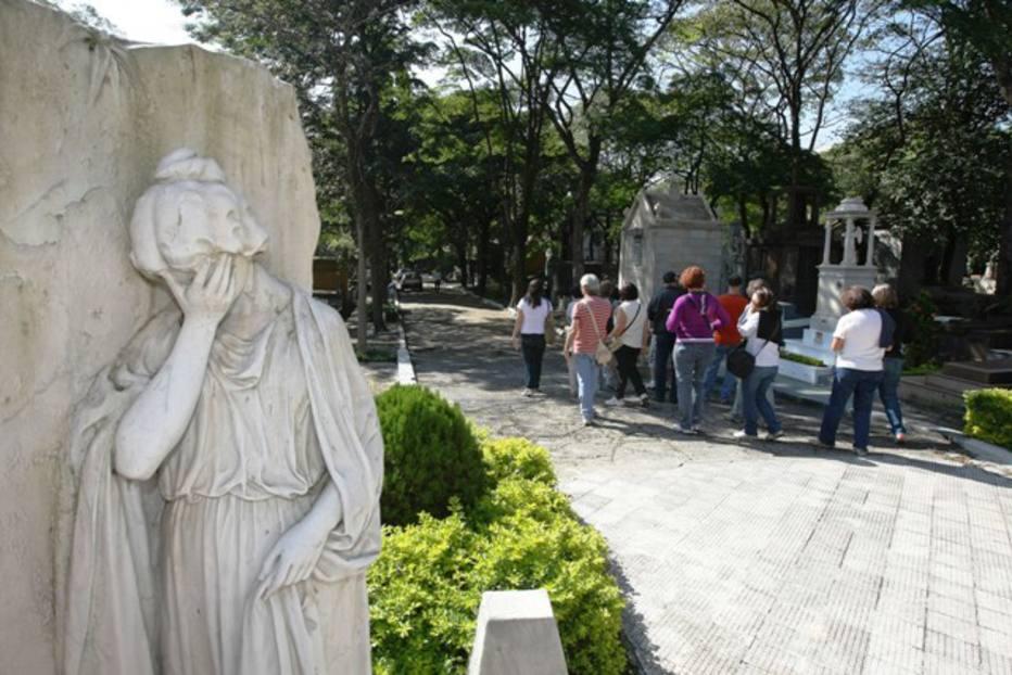 Doria quer taxa para famílias com parentes nos cemitérios; pessoas de baixa renda podem ser enterradas em pé