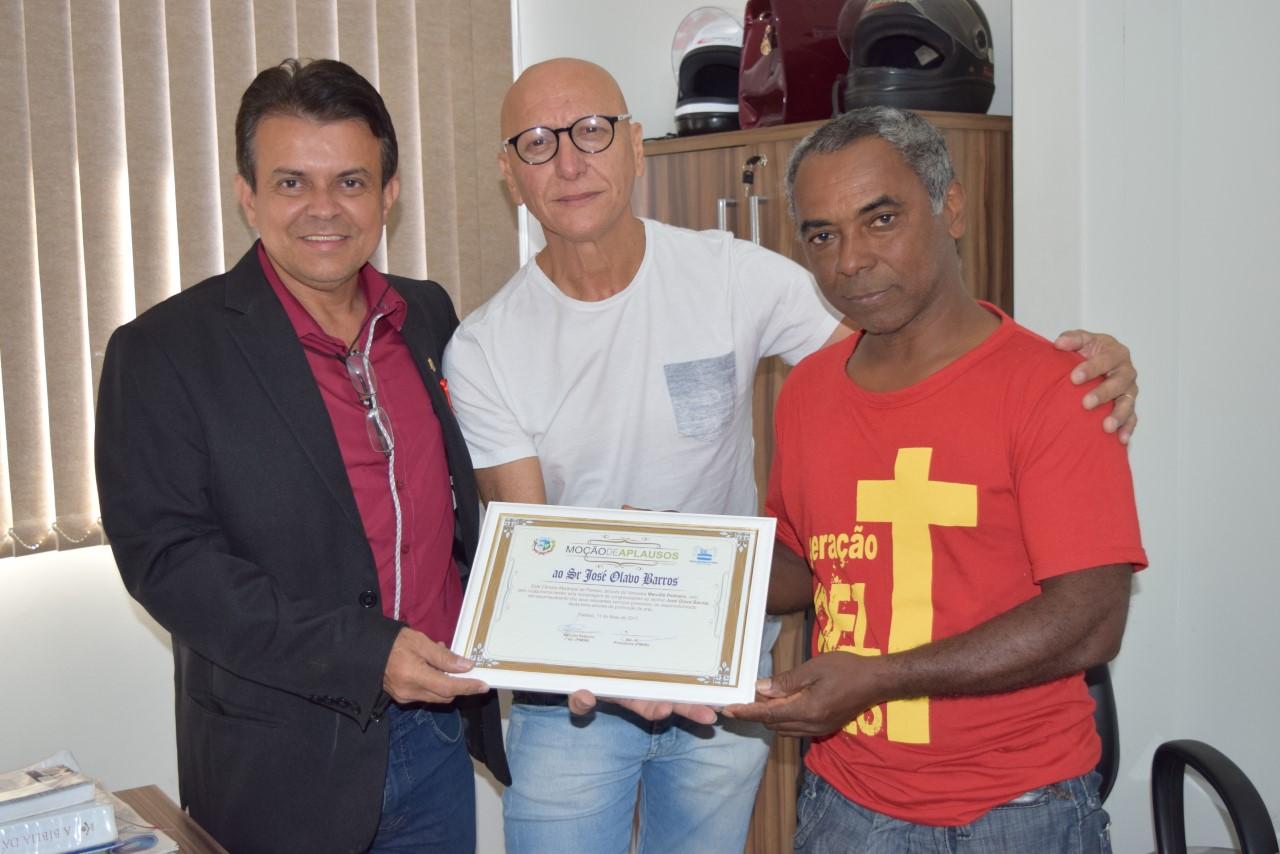 Músico Branco Barros recebe Moção de Aplausos da Câmara Municipal de Paraíso