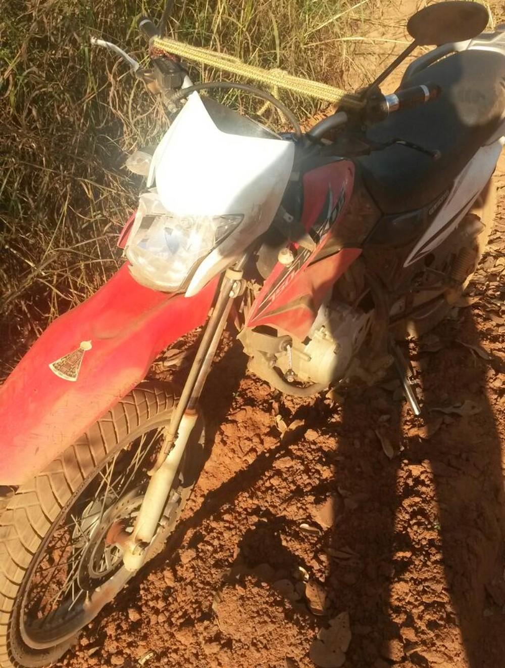 Homem morre após motocicleta se chocar com carro em estrada vicinal