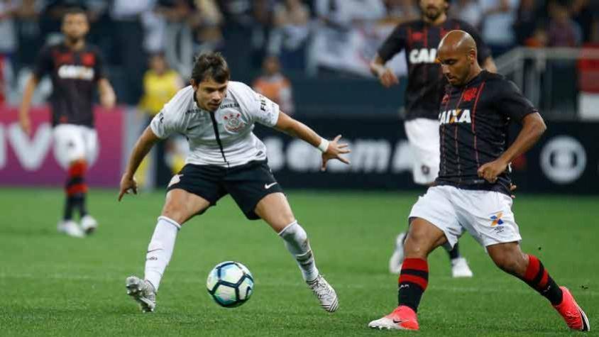 Corinthians saiu atrás, buscou a virada, mas cedeu o empate ao Atlético-PR no fim