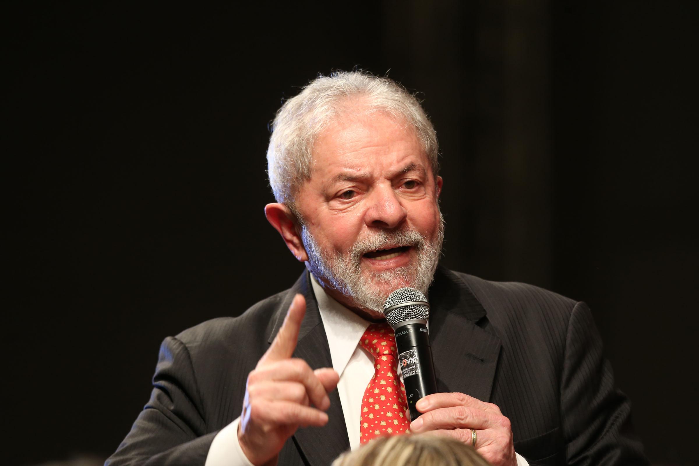 Por ordem de Moro, BC bloqueia R$ 606 mil de Lula