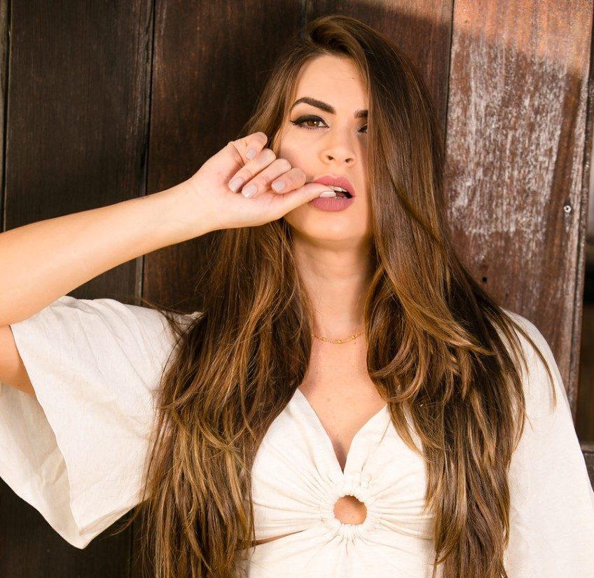 Com bom humor, Renata Molinaro revela que já cometeu gafe na academia que prejudicou sua postura por um tempo