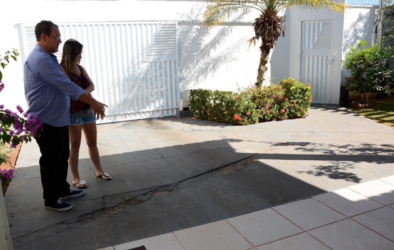 Bons exemplos: Moradora adapta casa para não jogar água servida na rua