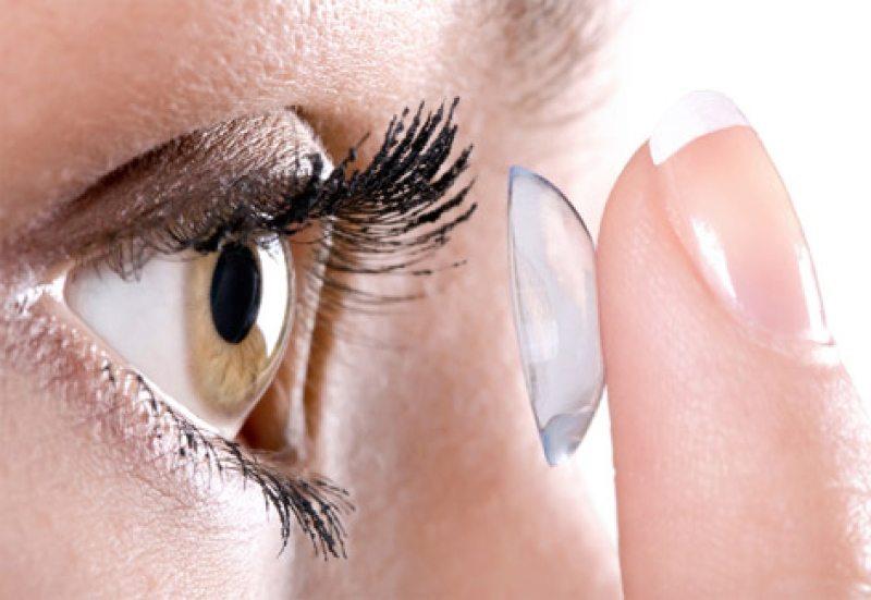 Cirurgião encontra 27 lentes de contato 'esquecidas' em olho de paciente