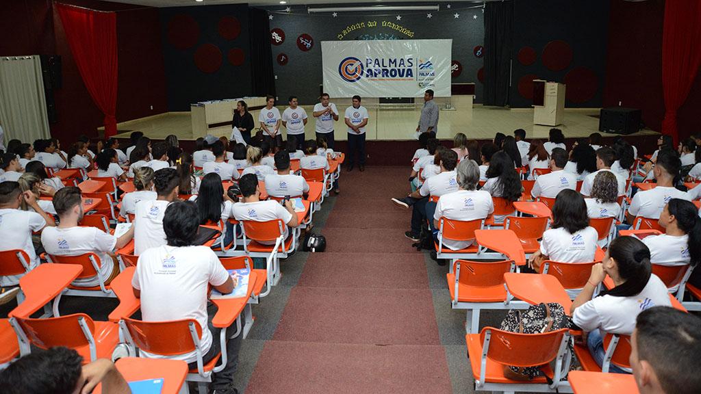 Palmas Aprova inicia suas aulas com entrega de material didático e uniformes para os selecionados