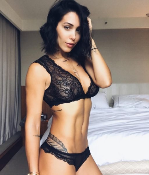 Bella Falconi usa rede social para ajudar autoestima de seguidoras