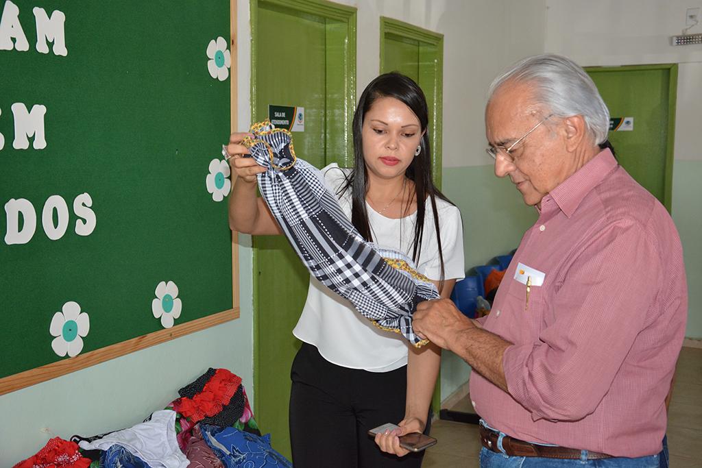 Prefeito Moisés Avelino visita CRAS do Oeste onde acontecem diversos cursos simultaneamente