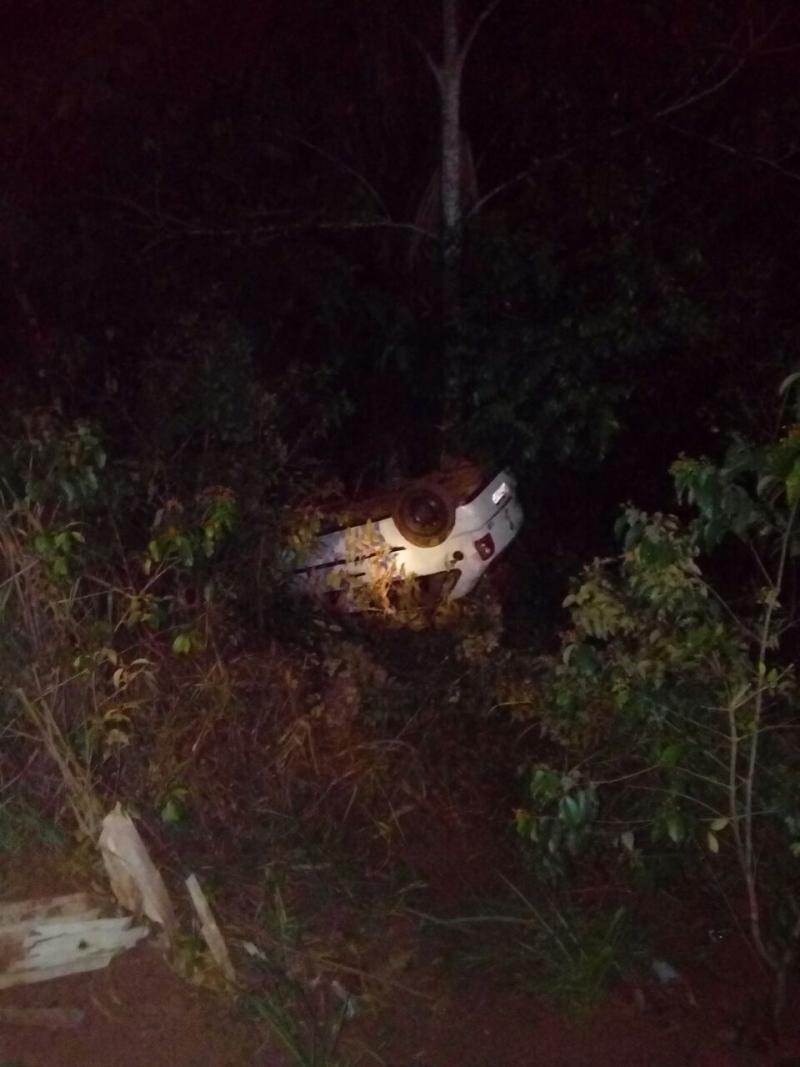 Veículo é encontrado capotado e sem ocupantes