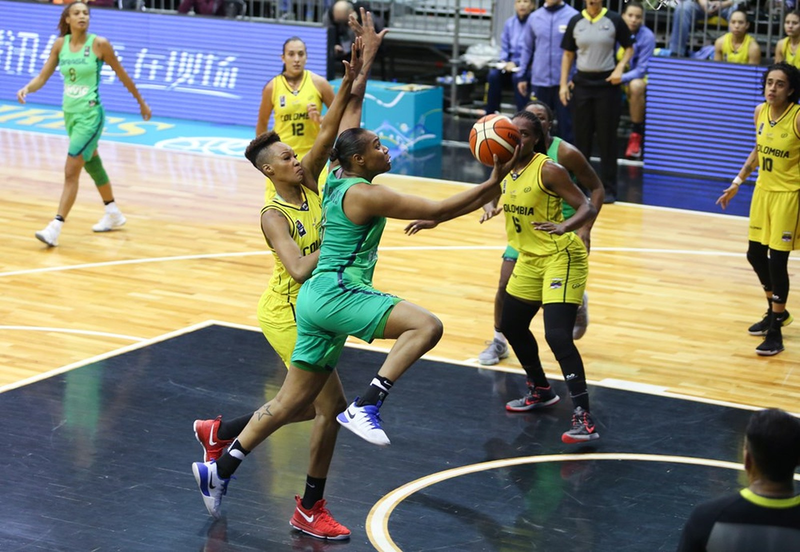 Brasil se impõe, vence fácil a Colômbia e lidera grupo na AmeriCup feminina
