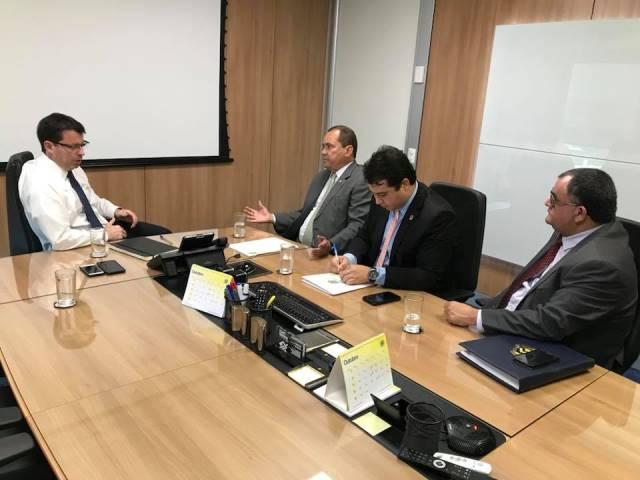 Senador Vicentinho Alves cobra do presidente do Banco do Brasil, Paulo Caffarelli, a reabertura de agências fechadas no Tocantins