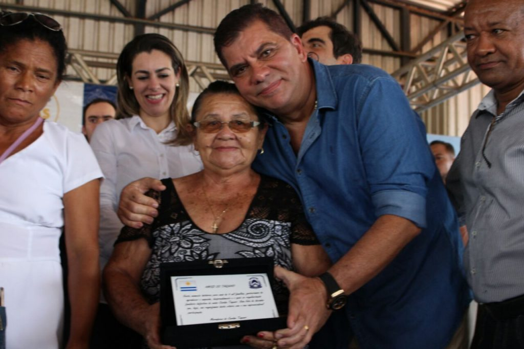 Prefeito Amastha anuncia obras de infraestrutura no Jardim Taquari durante solenidade de regularização fundiária no bairro