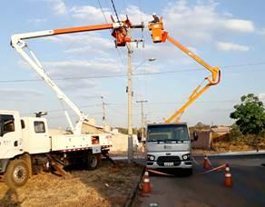 Mais de 400 postes são derrubados em acidentes de trânsito no Tocantins
