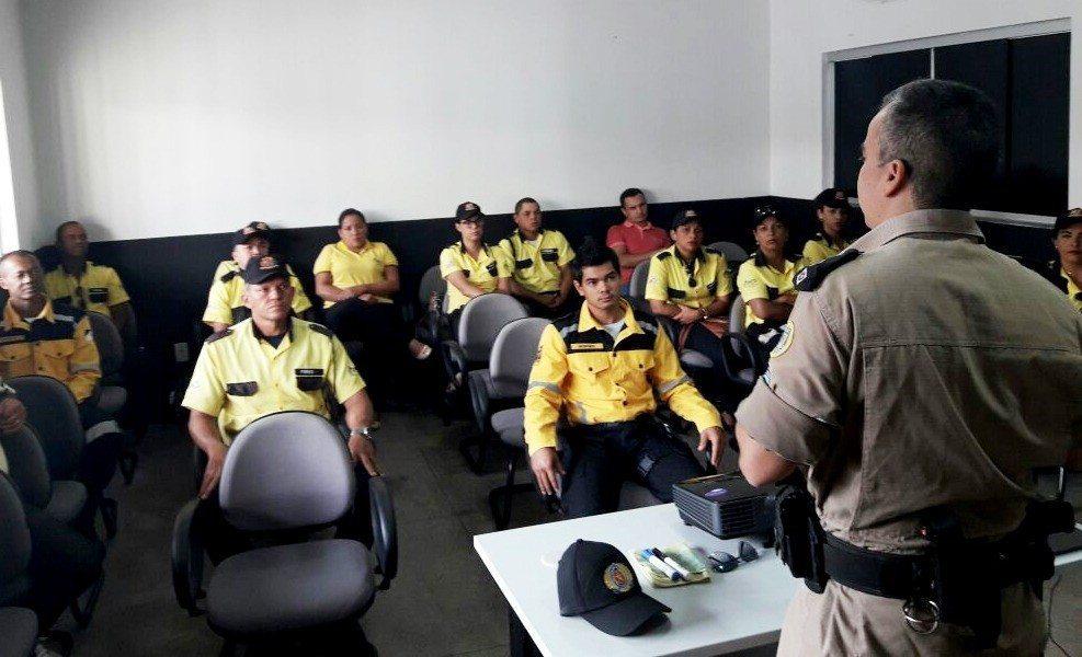 Agentes de trânsito e técnicos da DMTS passam por capacitação