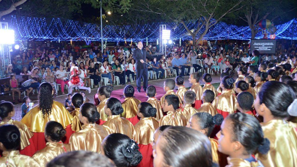 Músicas com mensagem natalina embalaram visitantes do Parque Cesamar na última Cantata de Natal