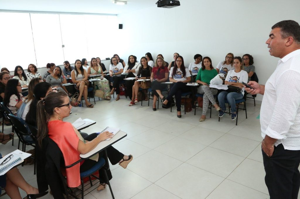Técnicos recebem formação com a dinâmica de trabalho do Programa Instituto Ayrton Senna