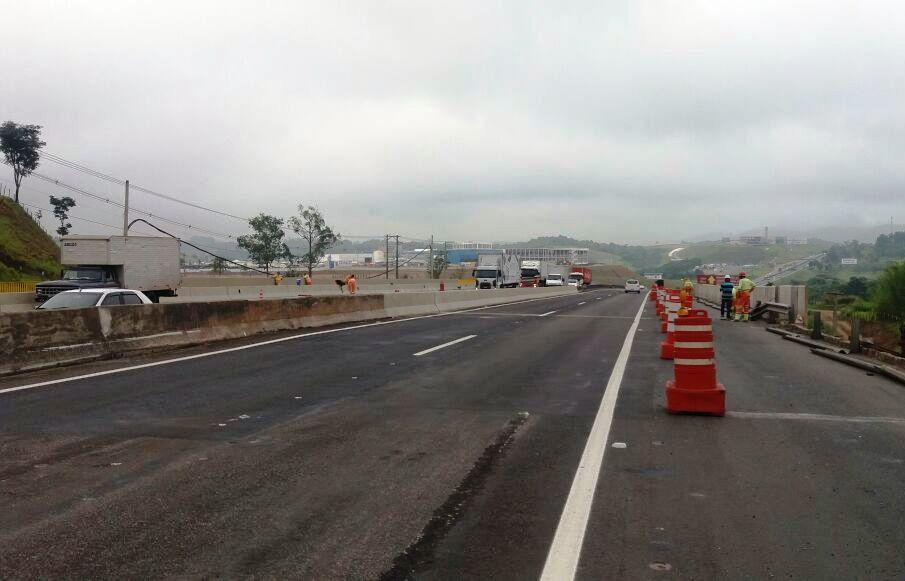 CCR NovaDutra libera faixa de rolamento da rodovia em Jacareí (SP), em trecho em obras