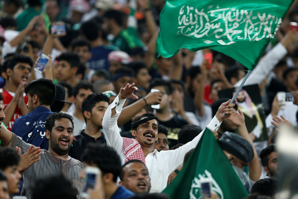 Dia histórico na Arábia: país libera acesso de mulheres aos estádios de futebol