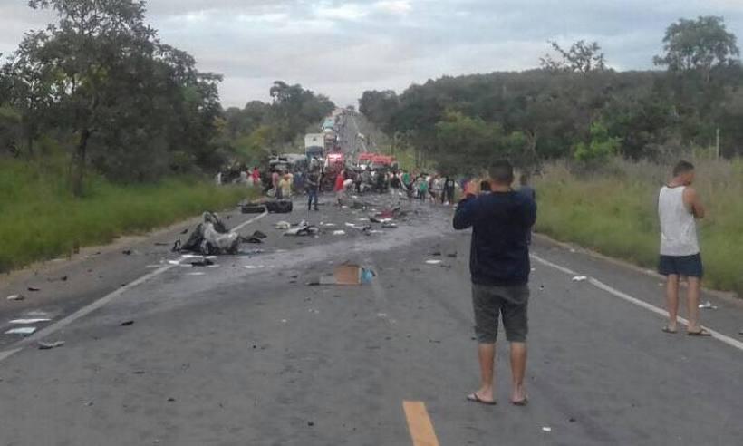 Sobe para 13 número de mortos em acidente em rodovia de Minas Gerais