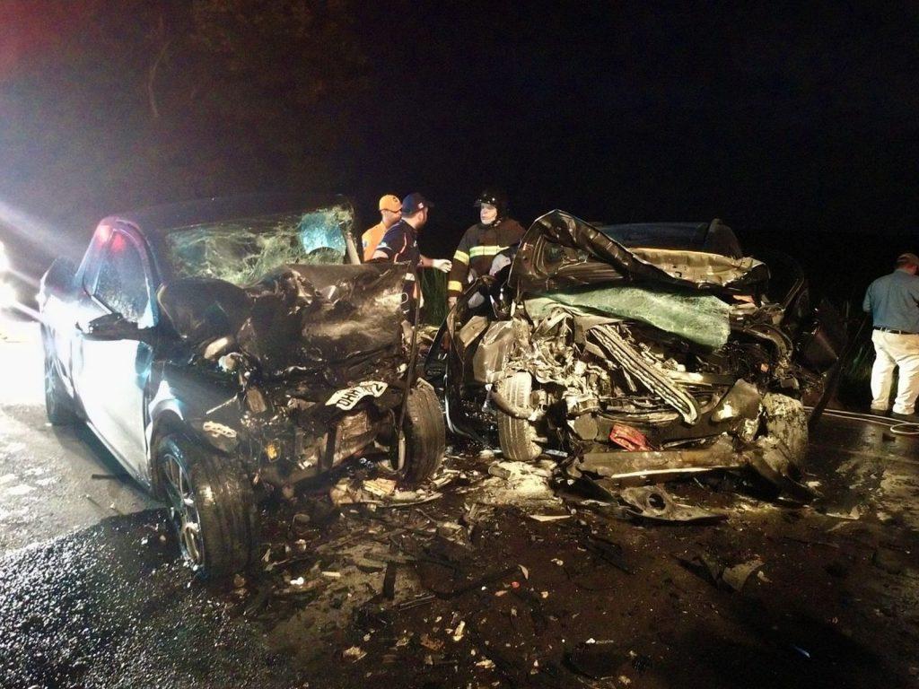 Colisão entre veículos deixa mortos e feridos na BR-316, em Atalaia