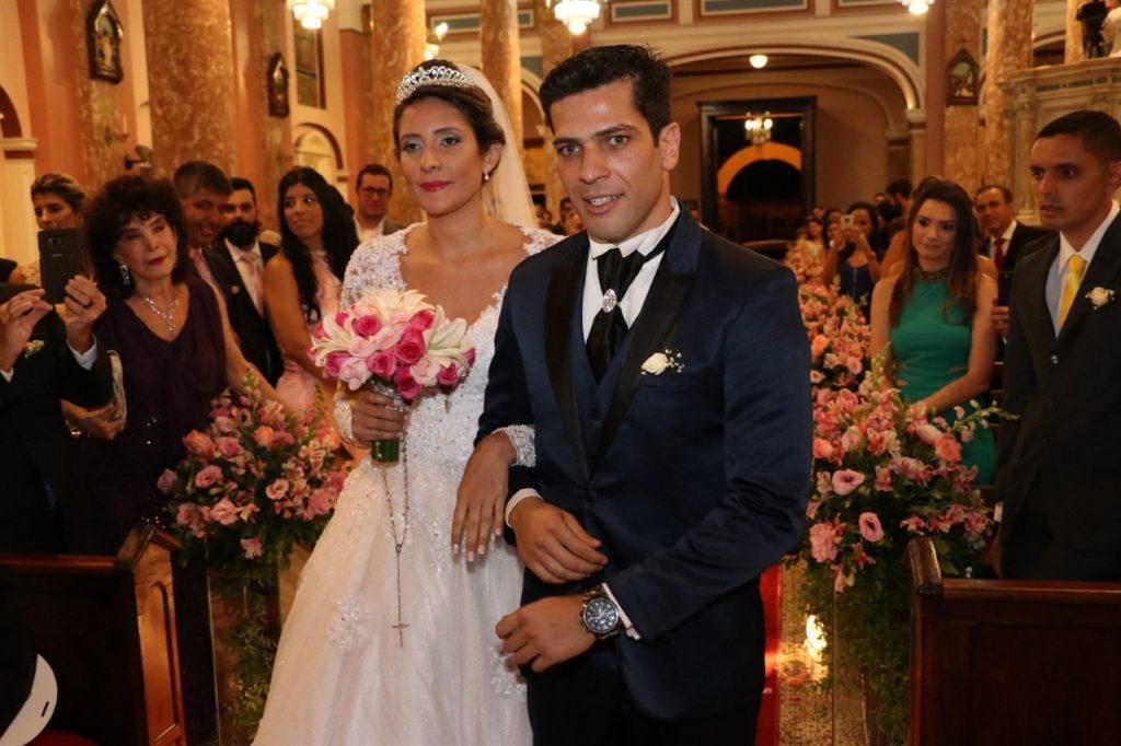 Edwin Luisi, Lady Francisco, Carlos Bonow, Iran Malfitano comparecem ao casamento de Claudio Andrade Jr