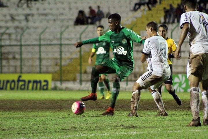 """""""É fantástico jogar a Copa São Paulo"""", disse o atacante Alan Negrão, da Chapecoense"""