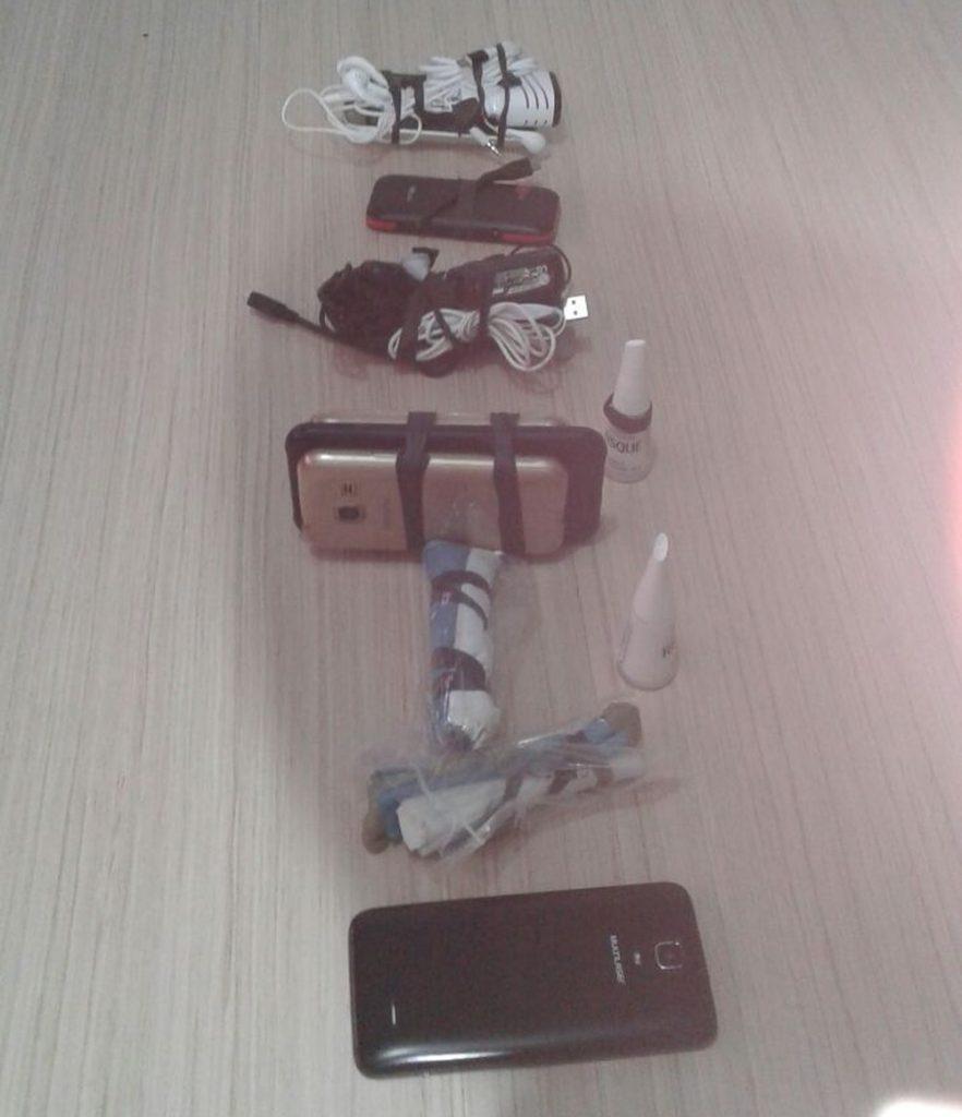 Funcionário de presídio é demitido por tentar entregar celulares e material para fazer explosivos à detentos