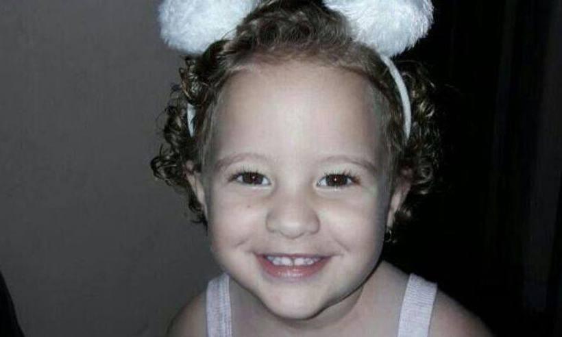 Menina de dois anos é esquecida dentro de carro e morre em Janaúba