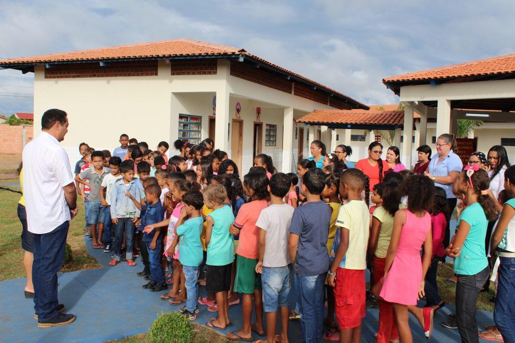 Prefeitura de Pedro Afonso inaugura escola no Setor Aeroporto II