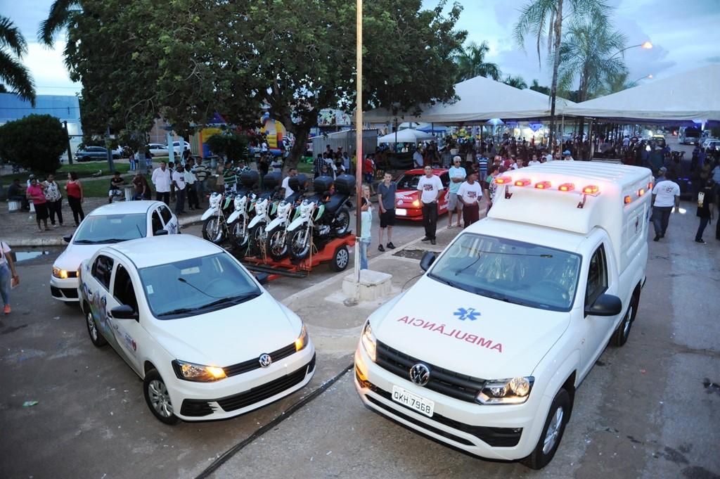 Entrega de ambulância e veículos marca o último dia de programação festiva de aniversário de Cariri