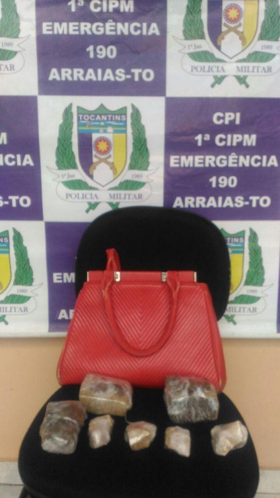 Duas pessoas são presas pela PM por tráfico de entorpecentes em Arraias; mulher seguia com drogas para Goiás