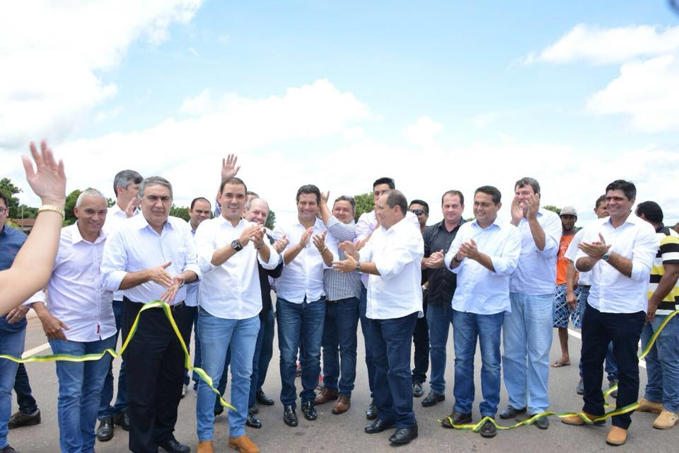 Ministro dos Transportes reconhece o trabalho do senador Vicentinho Alves e do deputado federal Vicentinho Júnior na conclusão das obras da BR-242