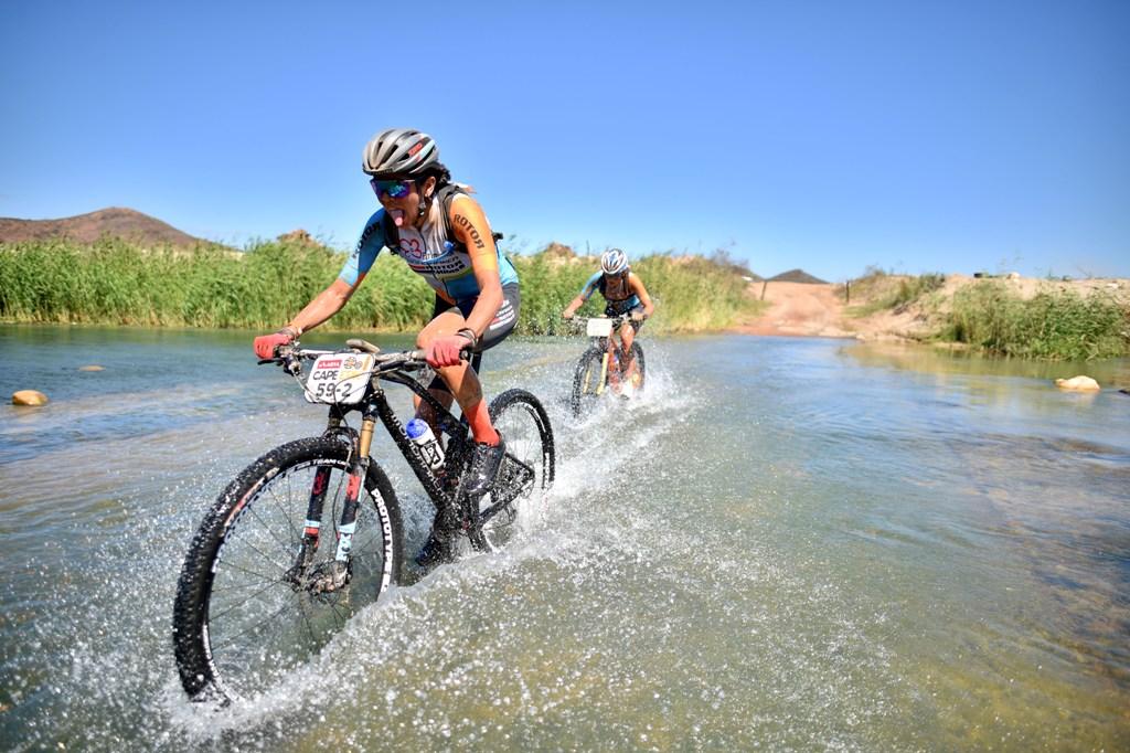 Raiza Goulão e Margot Moschetti ficam em sétimo lugar na Cape Epic em etapa com dois furos de pneu
