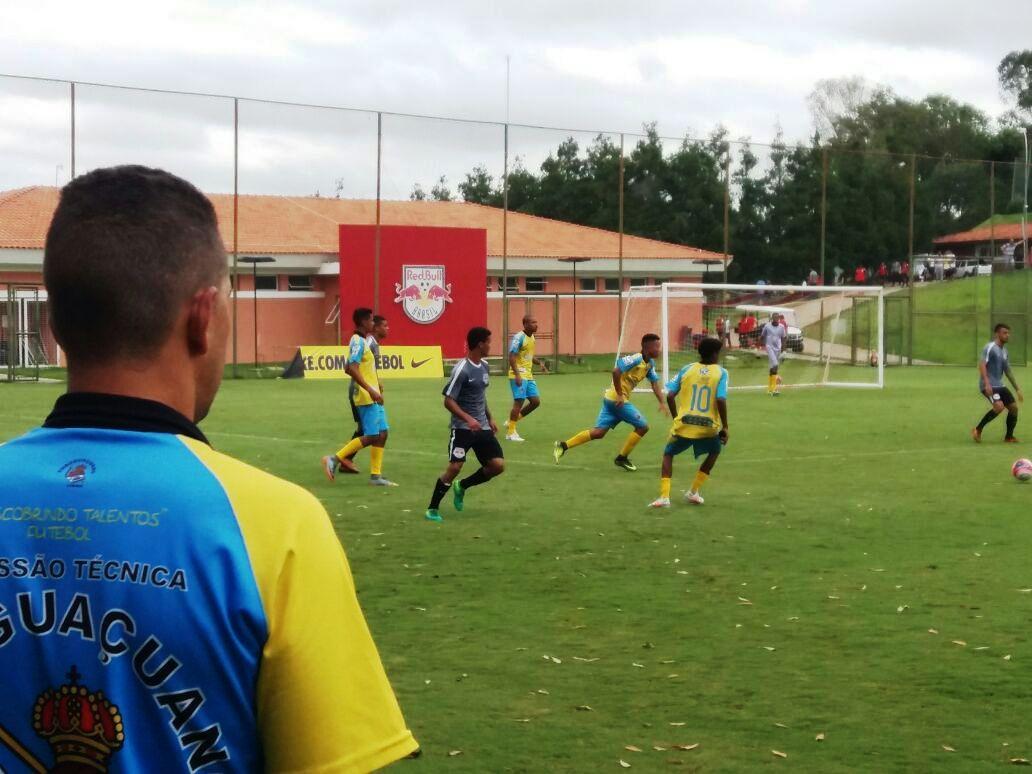 Embuguaçuano Colméia inicia preparação em SP sonhando bem alto