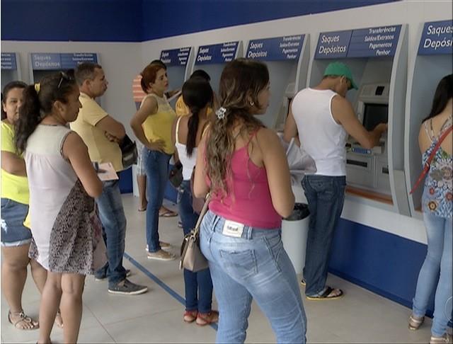 Agências da Caixa terão horário estendido para para os saques do FGTS