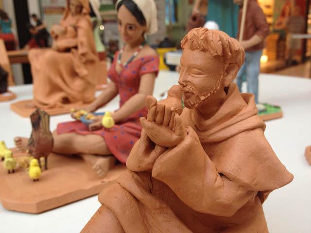 Mostra Artesanato traz trabalho da ceramista goiana Cleziania Ribeiro