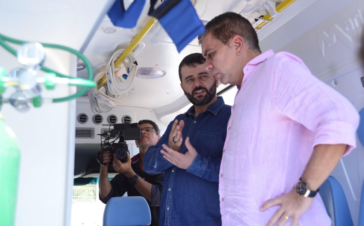 Prefeitura entrega nova ambulância para o SAMU, veículo conta componentes de tecnologias