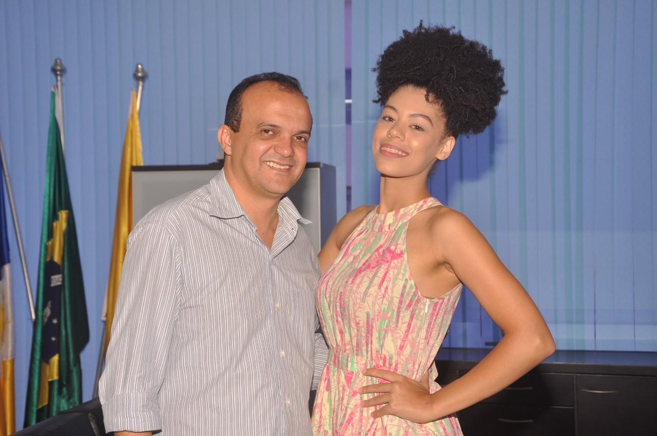 Prefeito recebe visita da Miss Porto Nacional que vai participar de desfile estadual