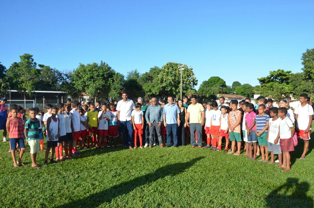Prefeitura de Porto Nacional realiza torneio de futebol com mais de 200 crianças em parceria com o Sesi