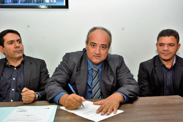 Fraudneis Fiomare toma posse como prefeito de Araguaína