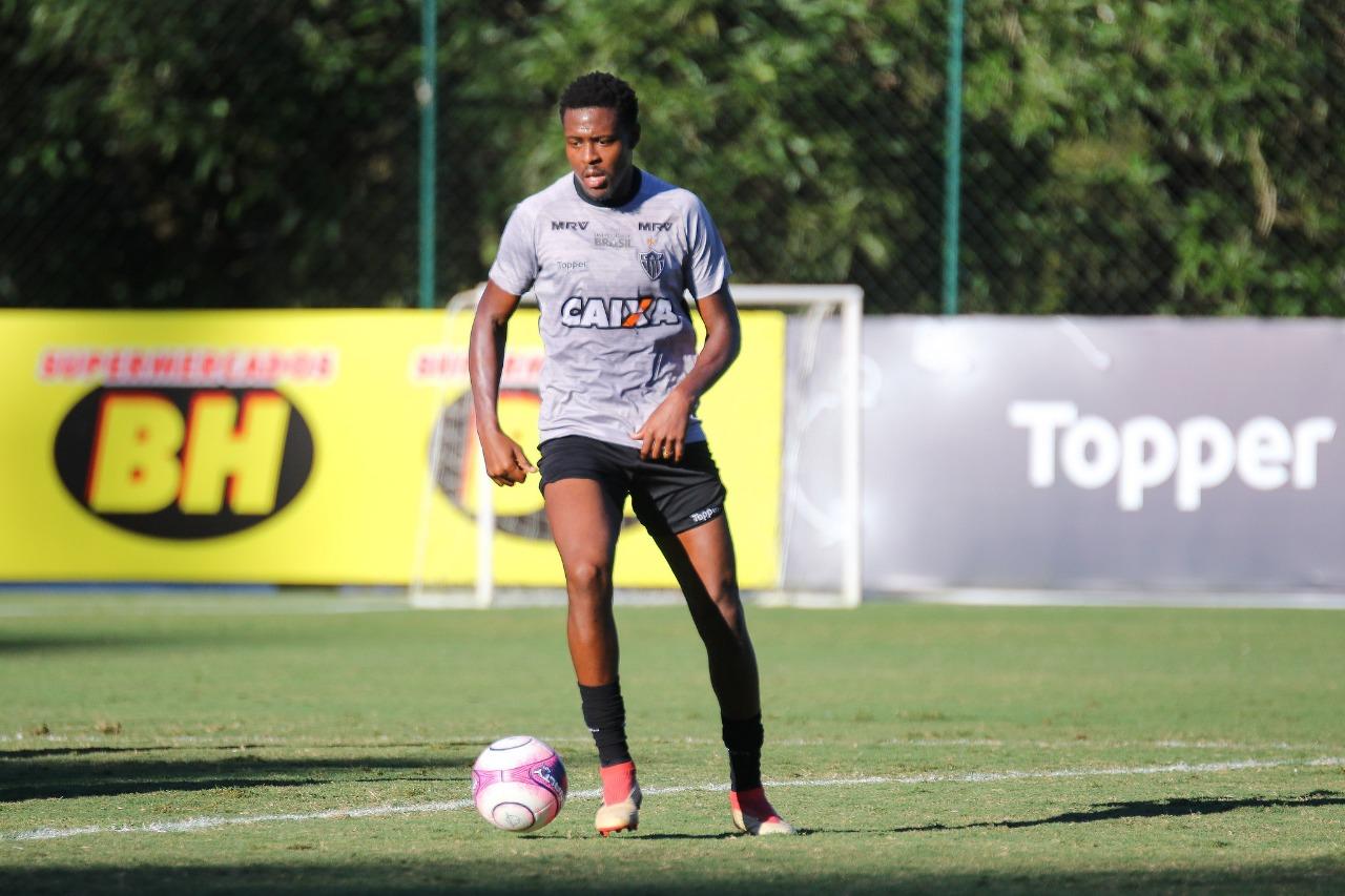 Após rescindir com Atlético Mineiro, Roger Bernardo espera definir futuro em breve